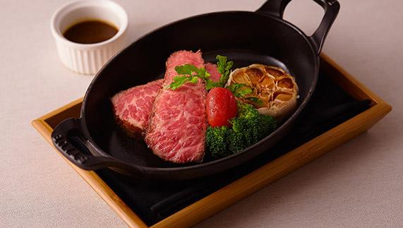 台北艾朋牛排餐酒館