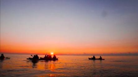 玩咖專欄_水上活動看日出|熱血夜衝去!超青春的5種水上活動玩法&景點