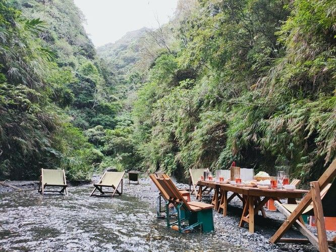 玩咖專欄_直接在河裡吃大餐!最浮誇野餐場地花蓮「 溪餐町 」,簡單親近大自然!