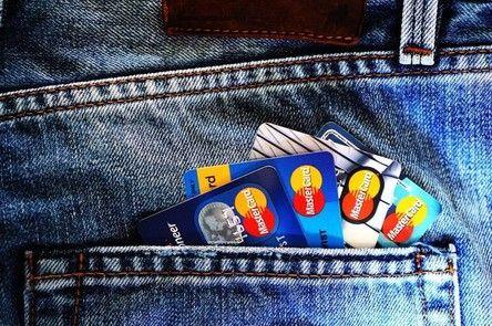 玩咖專欄_【信用卡小教室】求救!出國玩,現金信用卡被盜該怎辦?