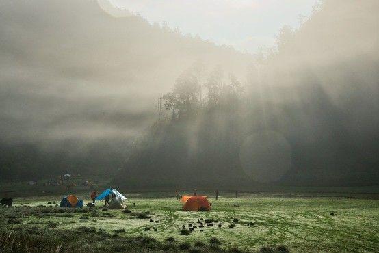 玩咖專欄_探索秘境中的秘境!宜蘭松蘿湖紮營如夢似幻,一同掀開十七歲少女之湖的面紗!
