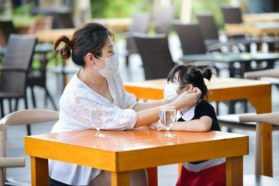 玩咖專欄_2020 回顧疫情下 12 個新飲食習慣|餐廳門口先量體溫、辦桌都可以外賣