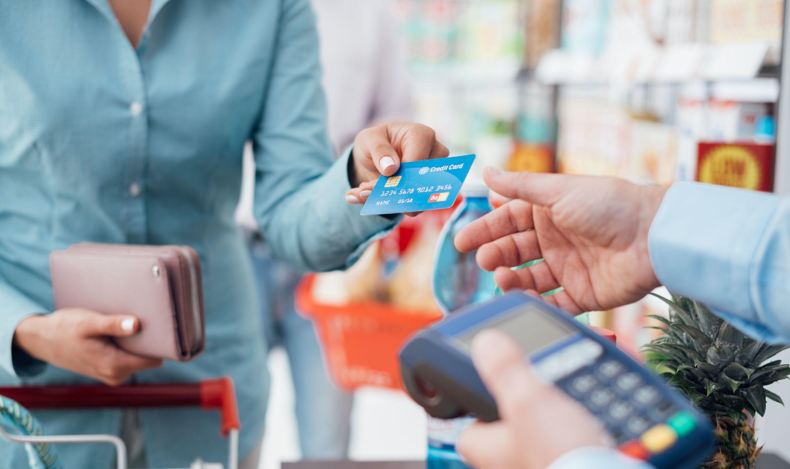 玩咖專欄_2021 出差旅遊信用卡優惠攻略:教你賺到紅利、哩程、保險等優惠集合
